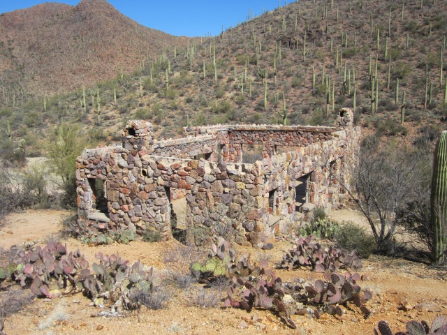 museum, stone house hike 095